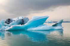 stock-photo-70352067-icebergs-at-the-glacier-lagoon-of-jökulsarlon-iceland